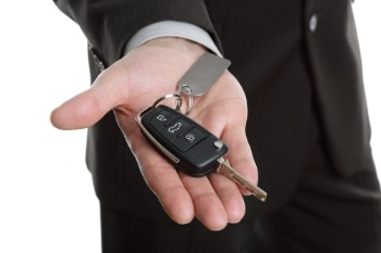 How to Unlock Nissan Altima With Keys Inside